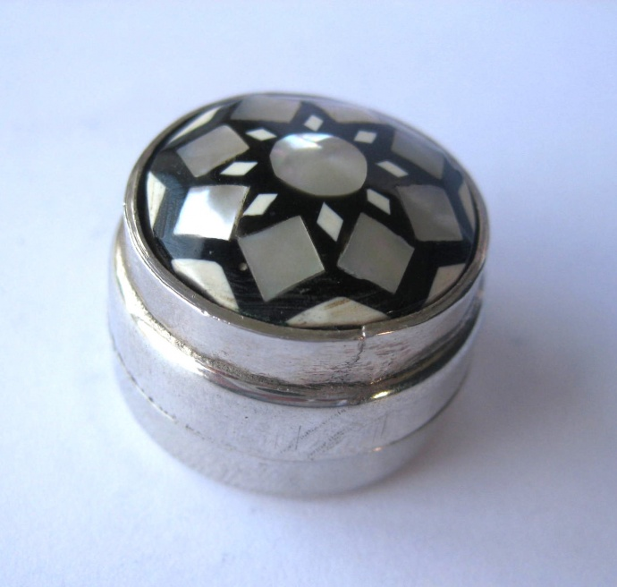 Silver circular vintage pillbox with mother of pearl decoration
