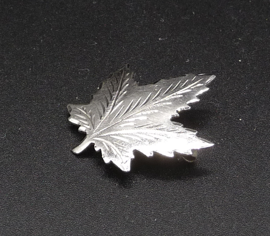 Silver 925 Sterling Canadian Maple Leaf Brooch