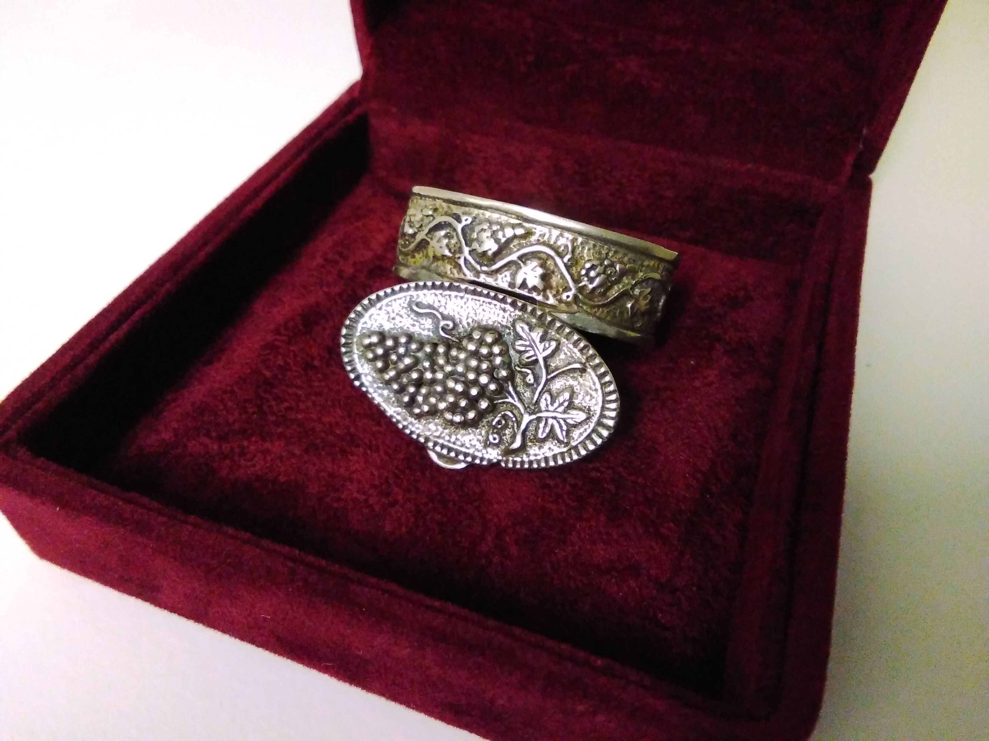 Silver Oval Cast Box with Vine and Leaves Decoration