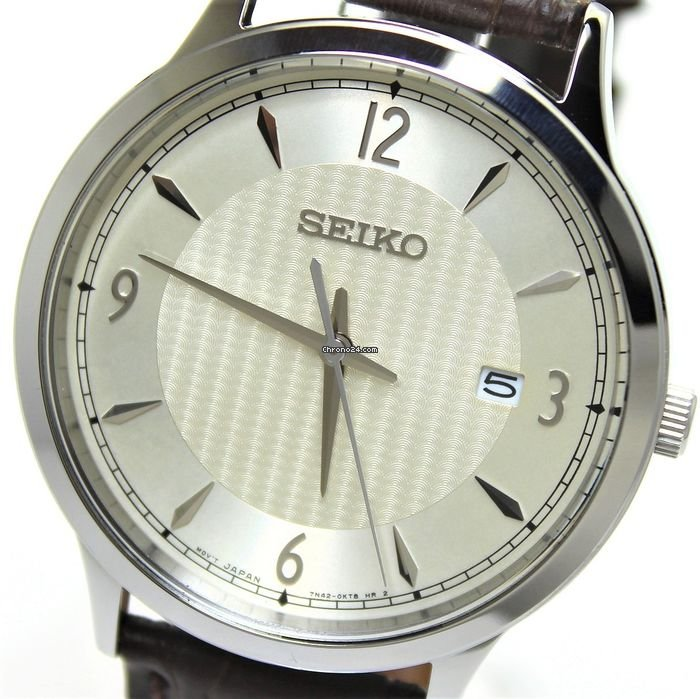 Seiko Mens Classic Analogue Quartz Watch with Leather Strap